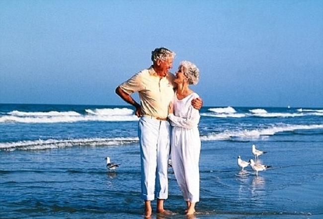 Какая надбавка положена пенсионеру после 80 лет