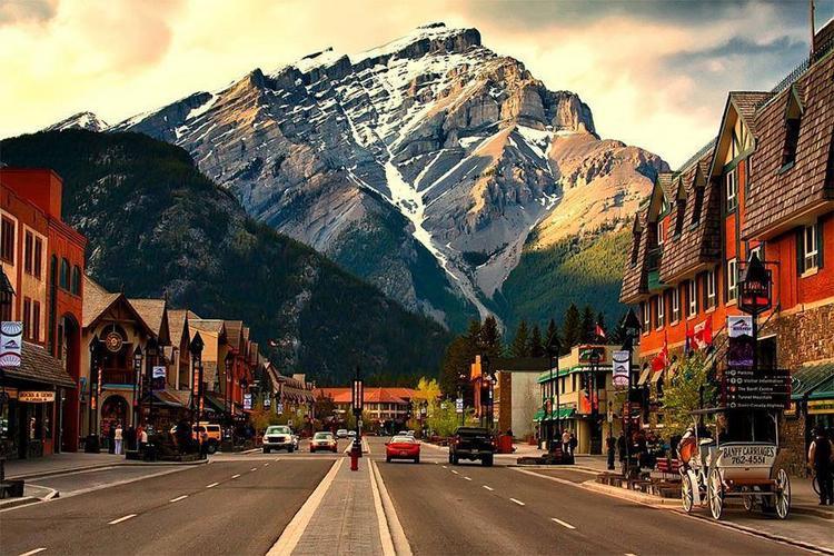 Как дешево поехать в Канаду?