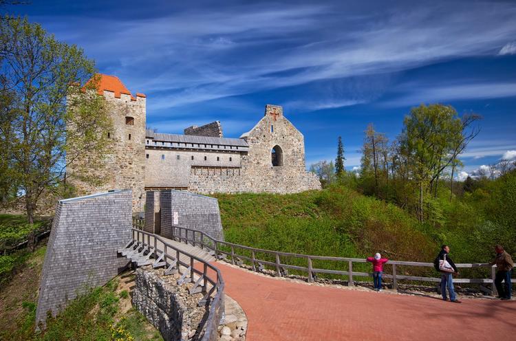 Как попасть в Средневековье и стать рыцарем или монахом
