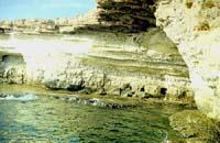 Вид на пещеру в углу лагуны