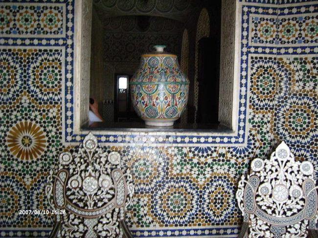 Мозаичные стены в стиле модахер