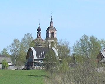 У стен монастыря. Монастырь был разрушен в годы фашисткой окупации