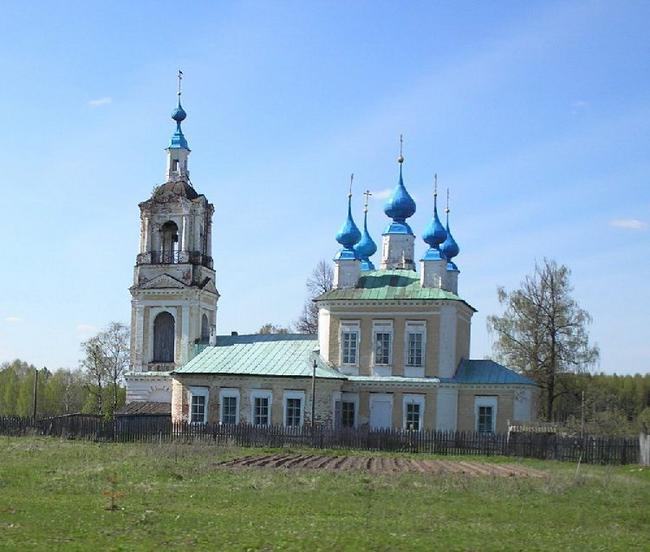 Сохранилась только часовня, построенная Николаем II