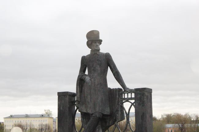Набережная. Памятник Пушкину.