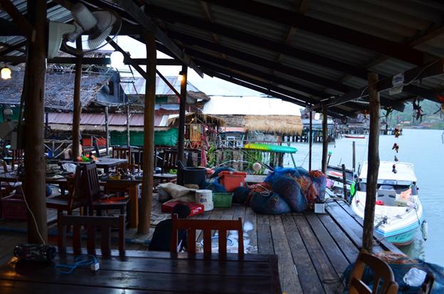 Рыбацкая деревня. Кафе.