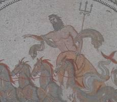 Сусс. Мозаичное панно на стене отеля.