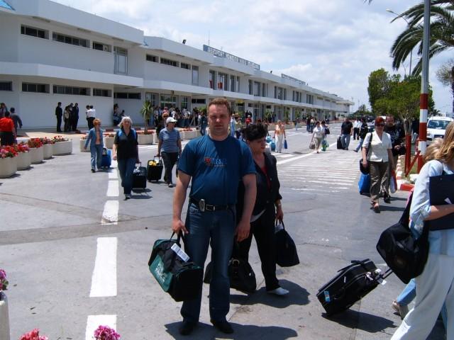 на выходе из аэропорта Монастир