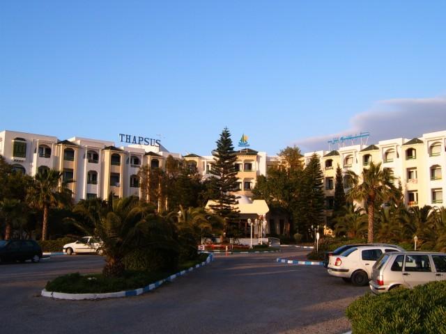 Главный вход отеля Тапсус 3*плюс