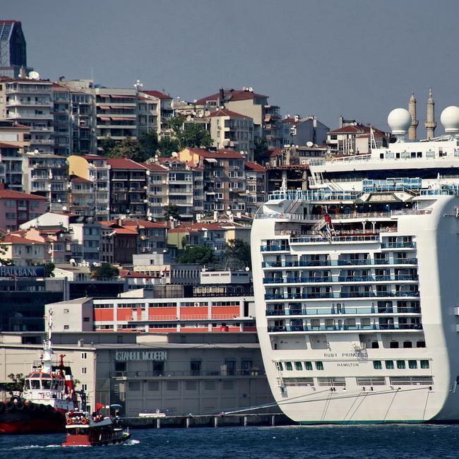 Корабль в порту Каракой