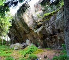 С другой стороны скал…  (Писаный Камень)