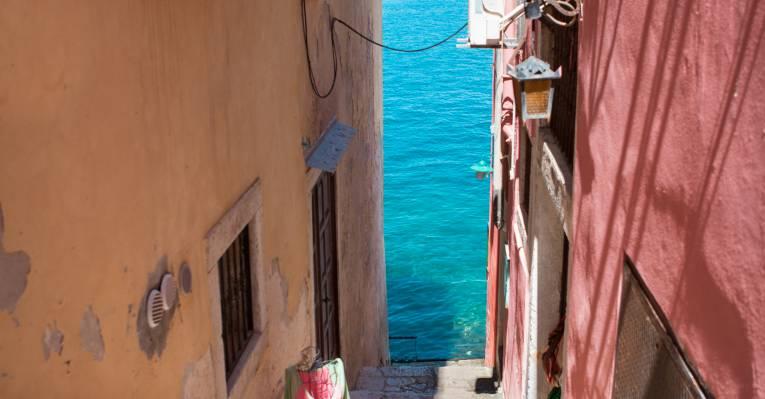 милые улочки с морем