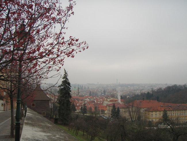 Вид с улицы Увоз на Прагу