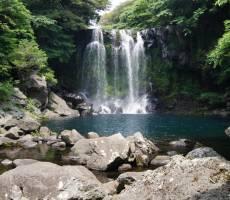 Водопад Чхонджеён