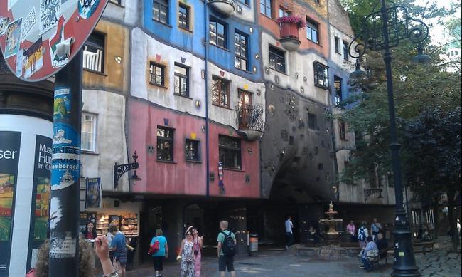 Дом Хундертвассера в Вене.