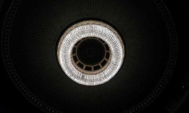 Люстра в зрительном зале Венской оперы.