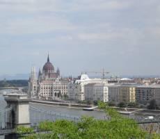 Имея такое большое здание Парламента, венгерские депутаты просто застрахованы от сокращения.