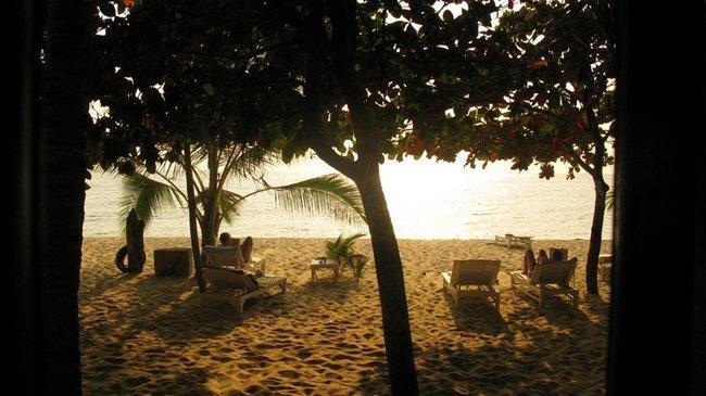 Пляж Фокуока. Вид с нашей веранды