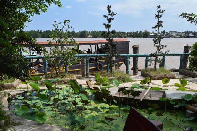 В ресторане на берегу Меконга