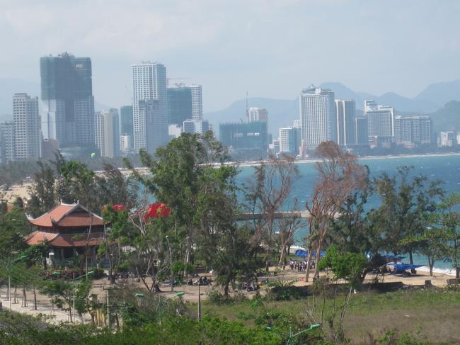 Пагода близ отеля
