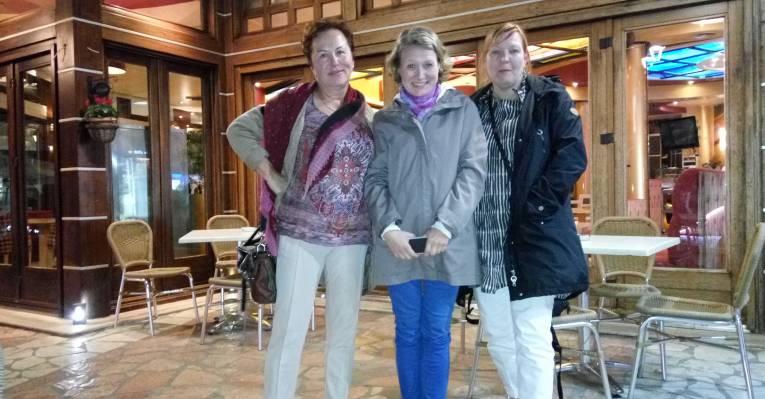 С финскими журналистками в Саранде