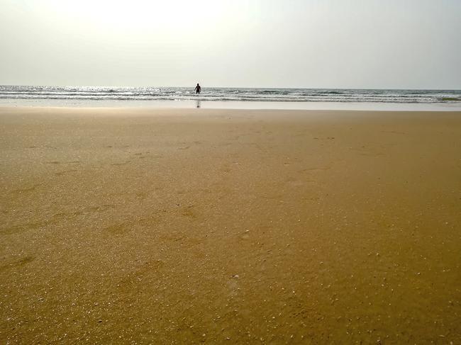 Золотой песок на закате. Пляж Сансет Бич.