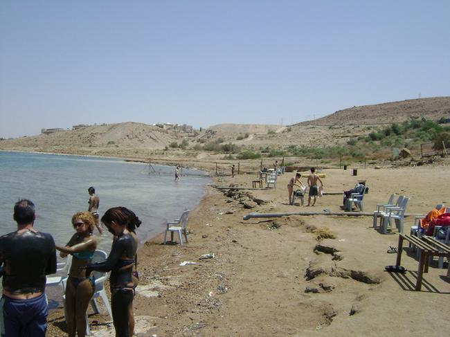 Общественный пляж на Мертвом море
