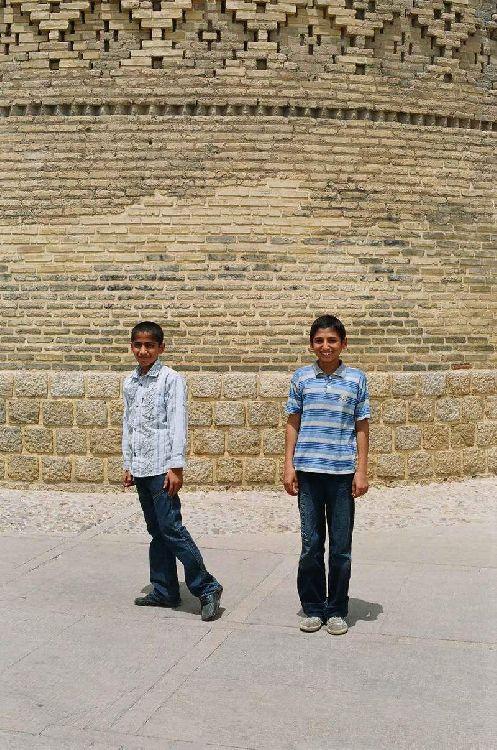 Иранские дети.