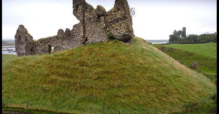 Замок в Клонмакнойс