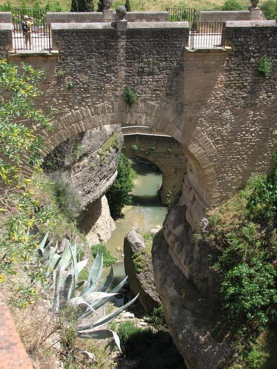 Старые мосты: Римский, за ним Арабский