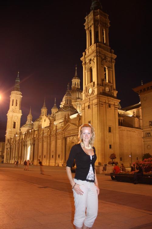 Сарагоса. Центральная площадь ночью.