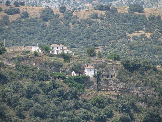 Скальная церковь Вирхен де ля Кабеса в долине