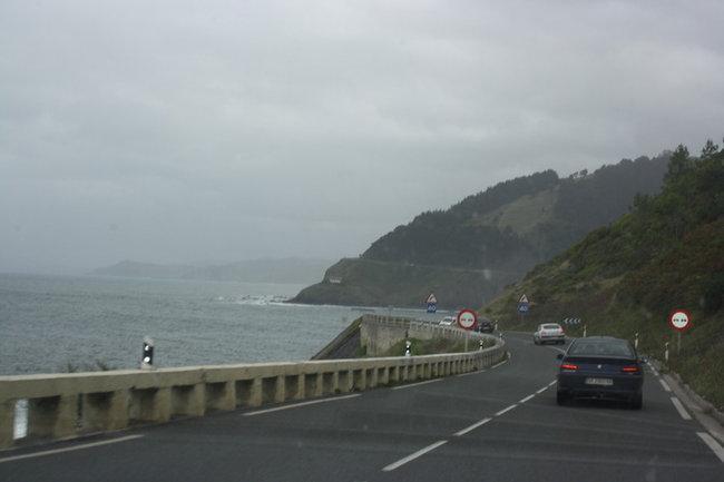 Дорога вдоль океана.