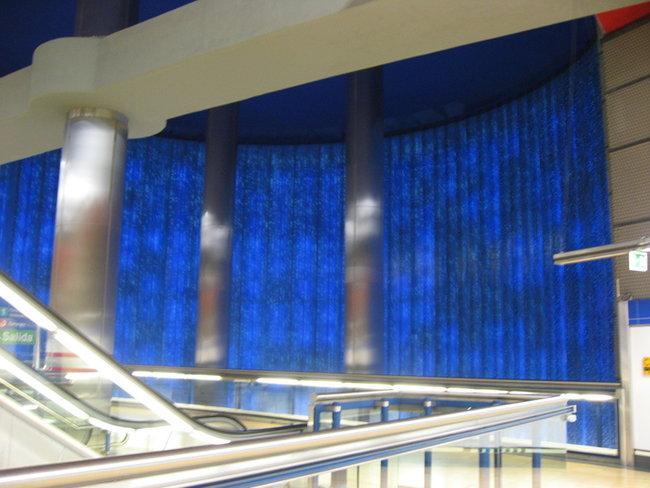 Слегка засвеченная матрица в мадридском метро на станции Chamartin