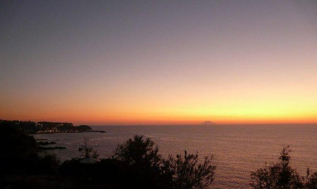 Вид с нашей набережной на закате