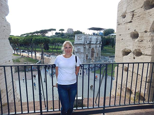 Вид с Колизея на Арку Константина.