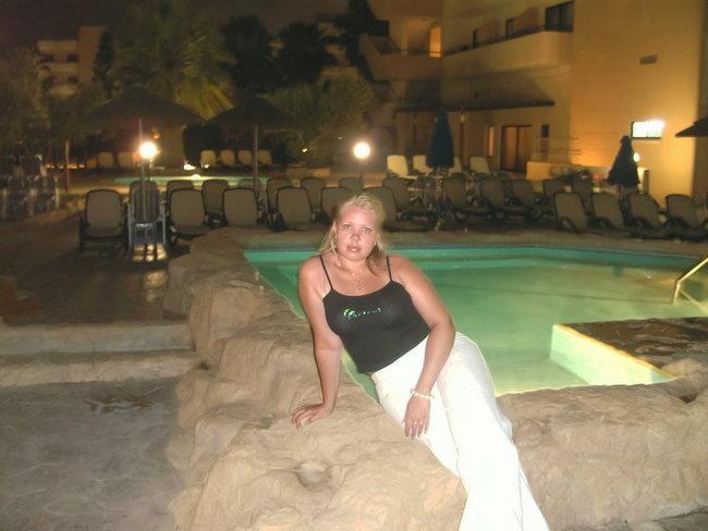 ночью у бассейна