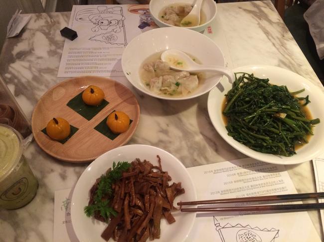 Еда в шанхайском ресторане семейного питания