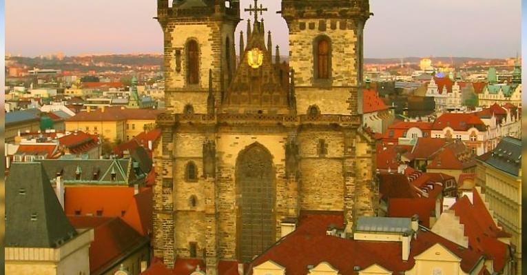 Вид на Тынский собор с башни