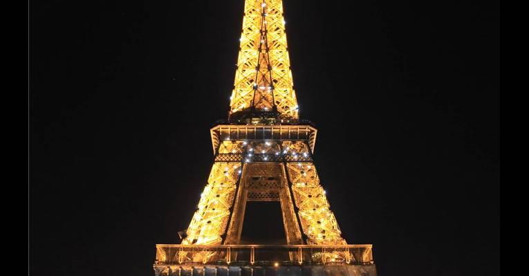 Эйфелева башня ночью 2
