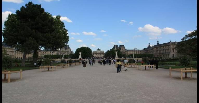 Вид на Лувр