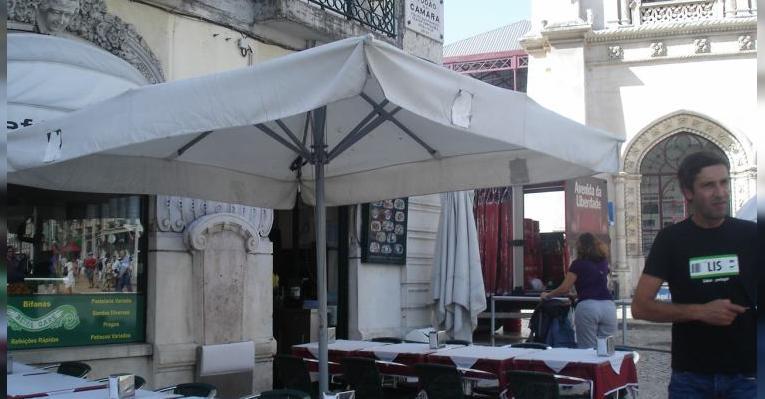 Кафе на площади Фигейра