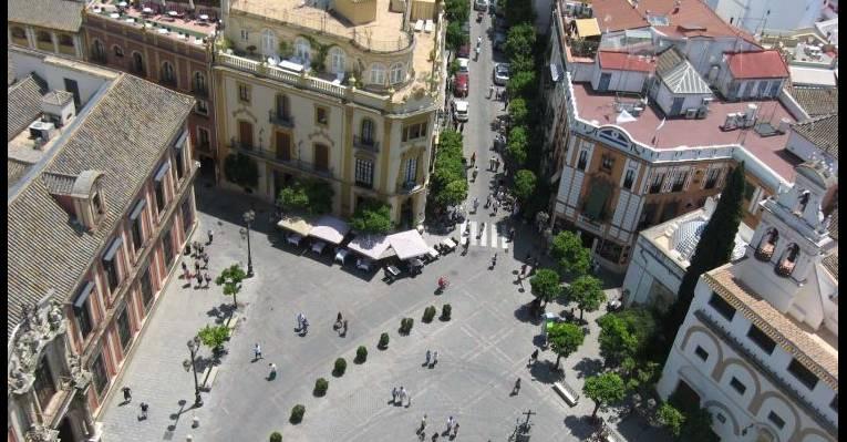 вид на город с другой стороны башни