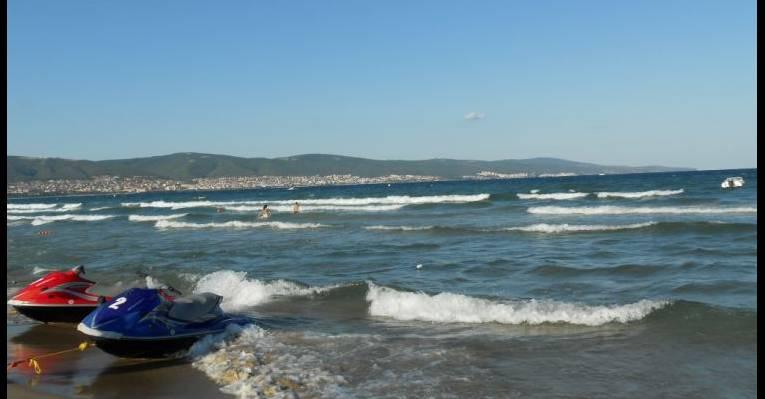 Море в ясный солнечный день