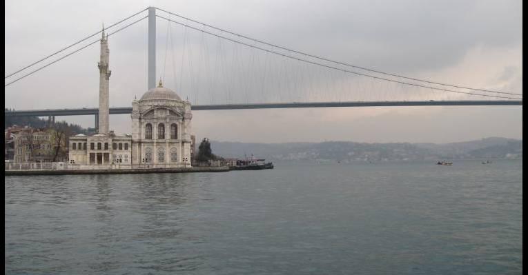 Подплываем к мосту