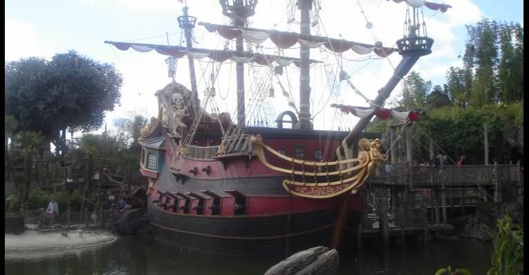корабль пиратов Карибского моря