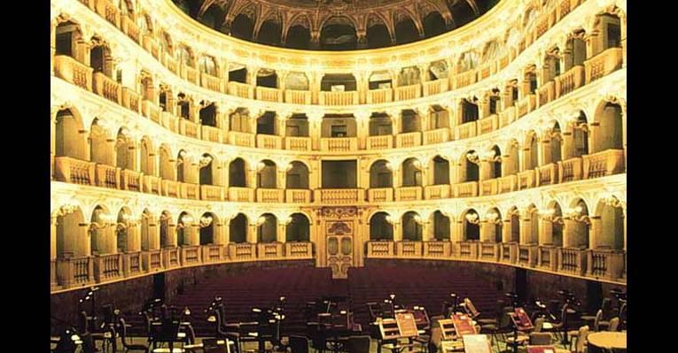 Оперный театр в болонье