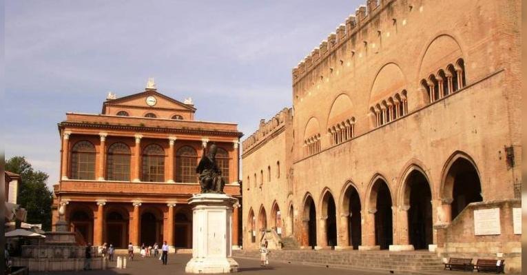 Площадь Кавур. Римини. Италия