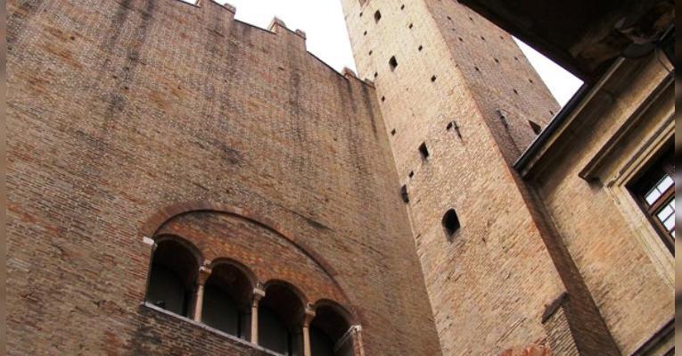 Палаццо дель Аренго. Площадь Кавур. Римини. Италия