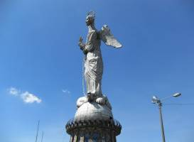 La Virgin del Panecillo
