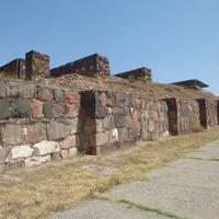 Древний город-крепость Эребуни